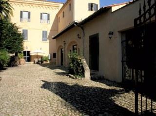 Il cortile CAstello Santa Margherita