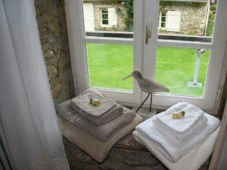 le pressoir -double room- moulin de lonçeux-bed and breakfast-COURTYARD VIEw