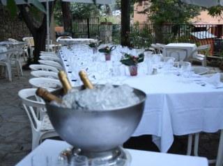 Table d'Anniversaire sur la Terrasse