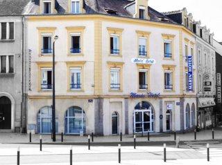 hotel marin-boutique hotel-laval-mayenne-livres sur bibliothèque