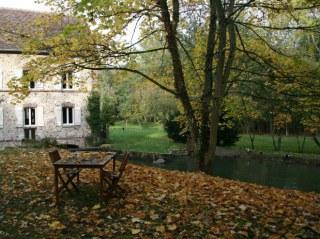 terrasse des hôtes à Lonceux en automne