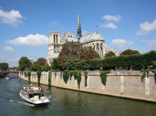 Notre dame de paris - source hotel - Paris 17 - Paris 18 - suites familiales - montmartre