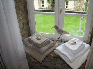 chambres d'hôtes-garnet-eure et loire-le pressoir-fenêtre-serviettes
