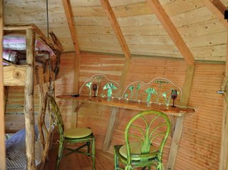 Cabane des girolles terrasse fauteuil verts