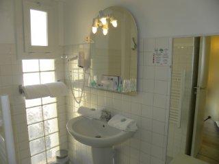 sanitaire chambres cote village