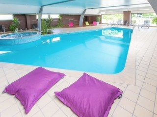 Piscine-detente-Hotel-Spa-Tirel-Guerin