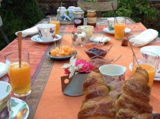 moulin de lonceux-petit déjeuner2-chambres d'hôtes-garnet