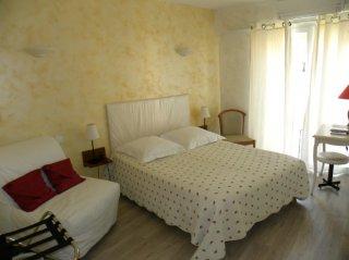 chambre double-canapé -côté village-lit 140cm