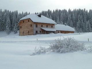 gite-randonnée-jura-chalet-neige