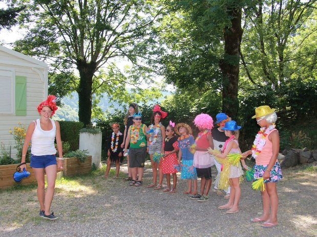 camping poutie - animations - costumes- ateliers