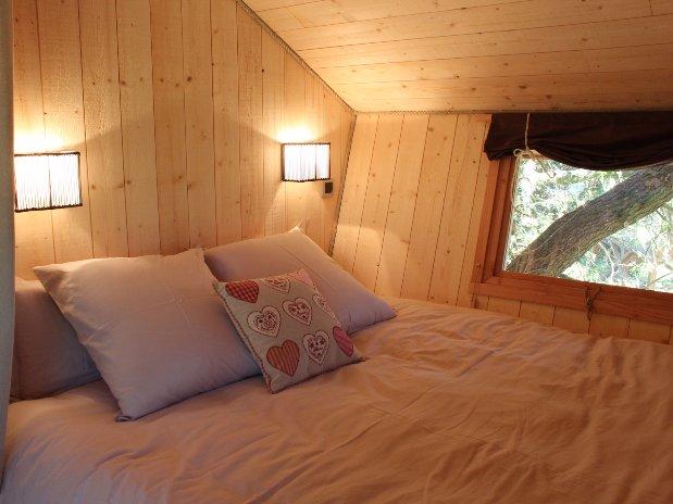 détail lit cabane arbres Loire