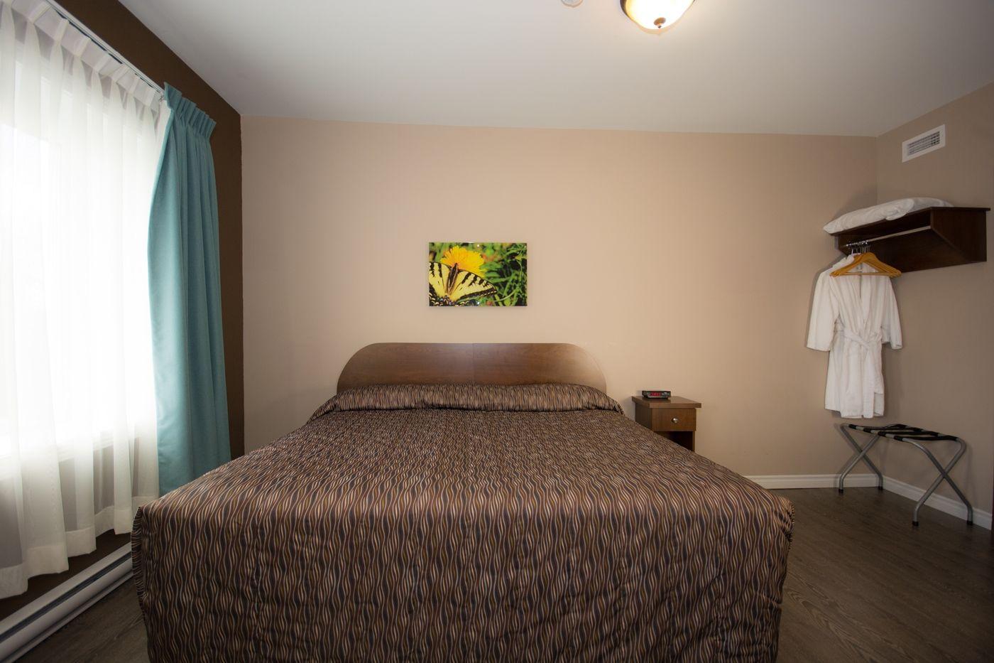 hotel-chapais-chambre-lit-6