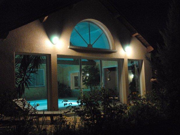 piscine vue arrière Hotel Le Bout du Monde Cantal