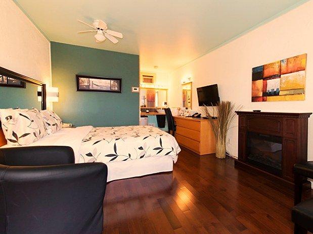 Hotel Foyer Bain Tourbillon : Chambres un lit queen bain tourbillon double et foyer