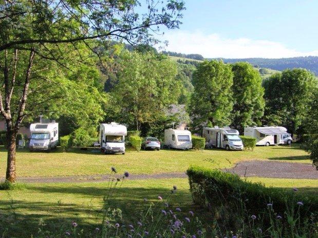 emplacements camping - camping car - la bourboule - poutié - caravanes
