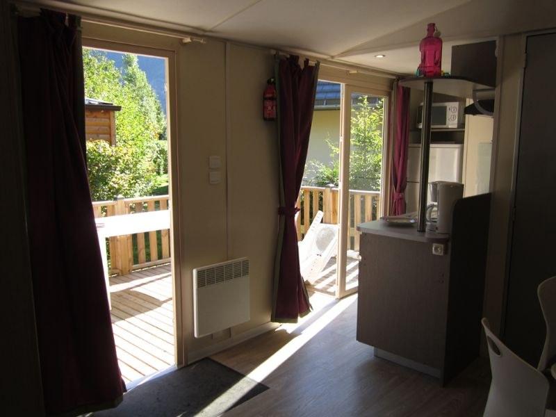 Cuisine/terrasse camping familial montagne Alpes d'Huez