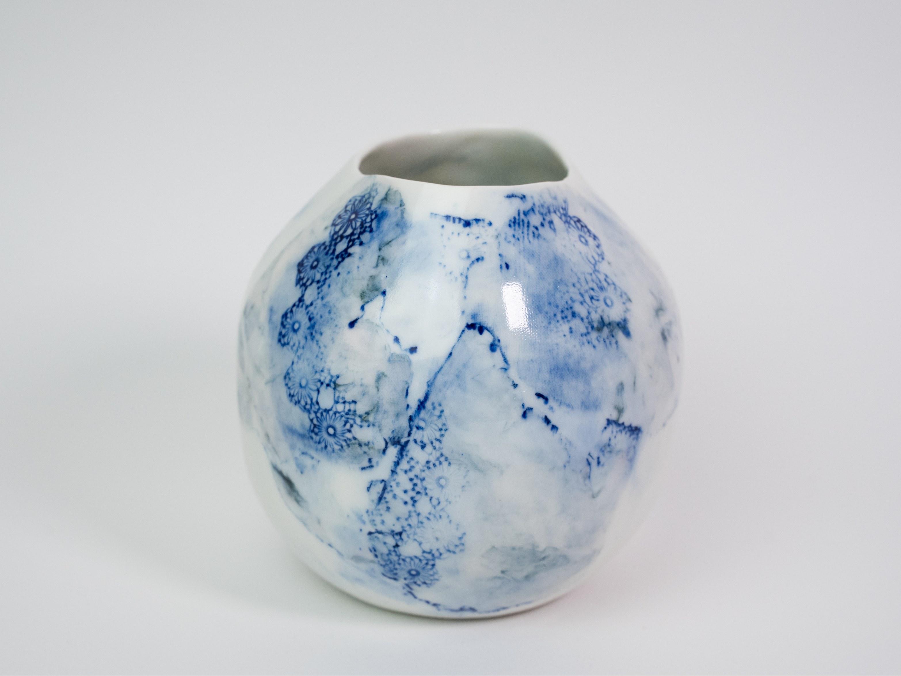 Collection Burano-Vase Boule - dentelle colorée- Couleur Bleu