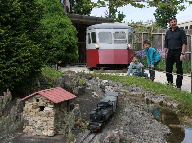 jardin miniatures camping de retourtour 4 etoiles ardeche riviere piscine