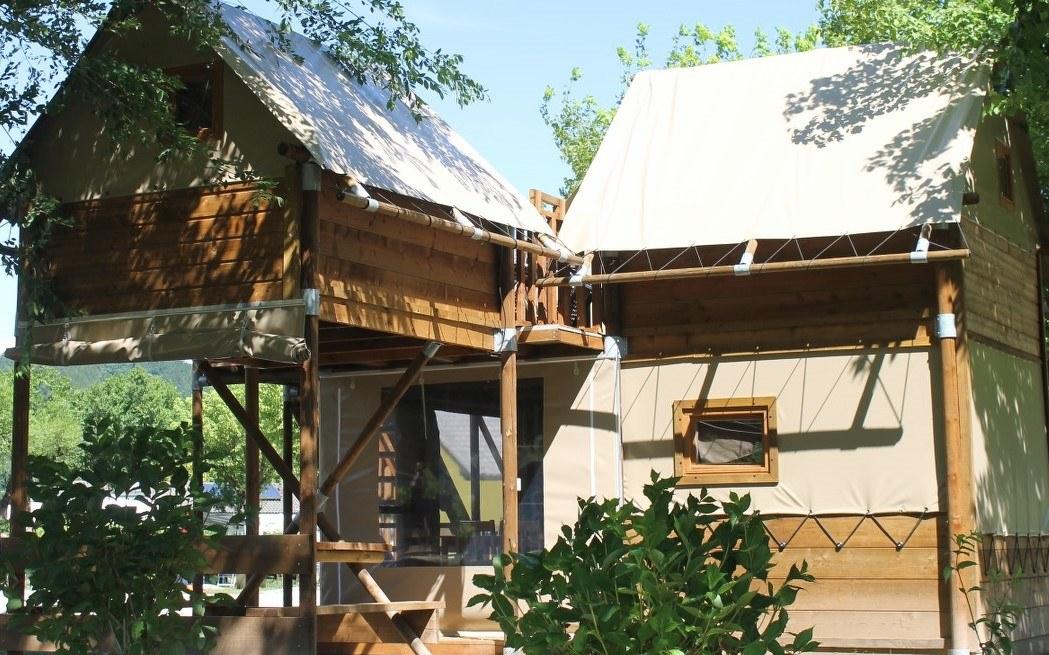 """Logement insolite """"Le Nid"""" Camping de Retourtour 4 étoiles bord de rivière piscine chauffée en ardèche"""