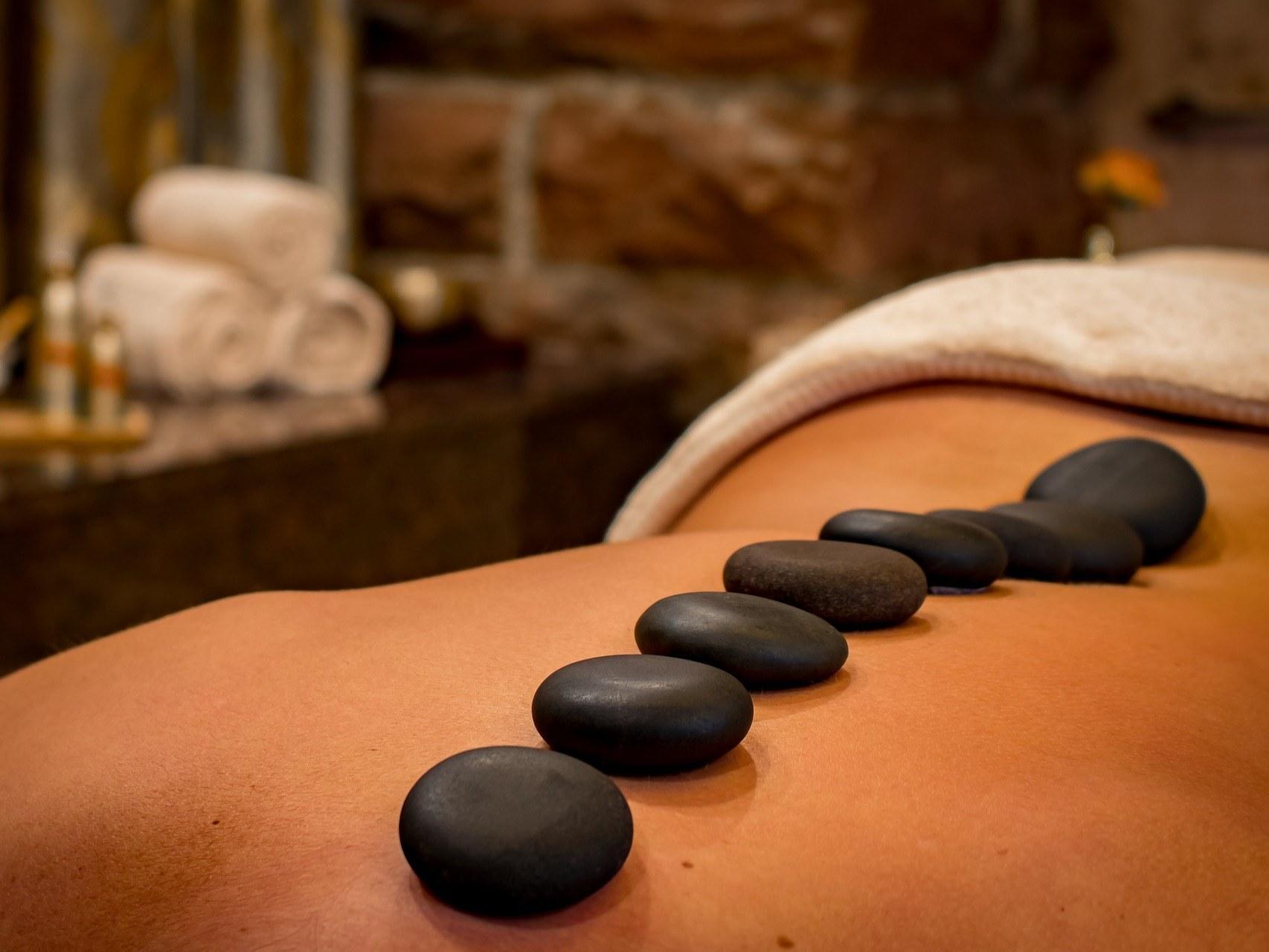 spa-tarn-et-garonne-estheticienne-beaumont-eveil-des-sens-femme-soin-massage-pierre-chaude-corps-dos