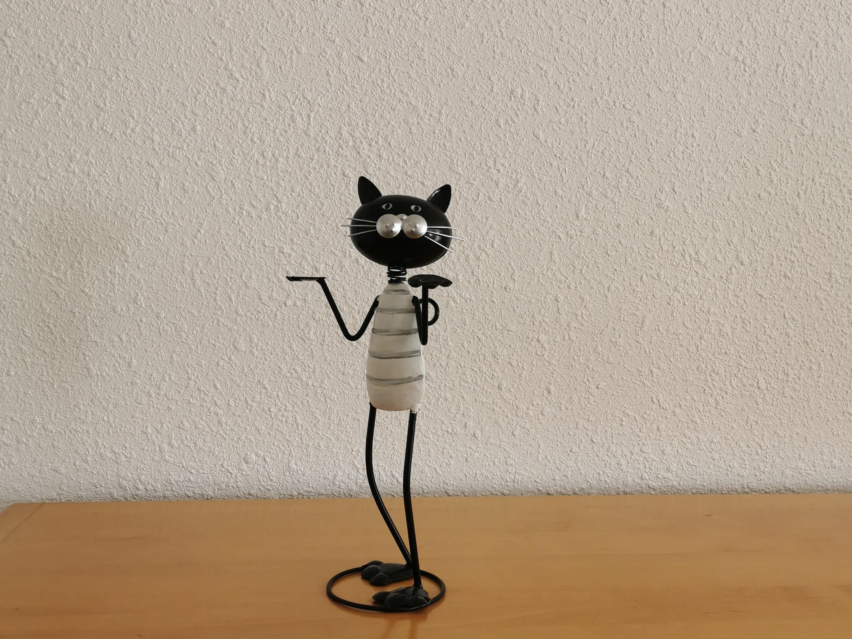 chat métal bras levés histoire de fer
