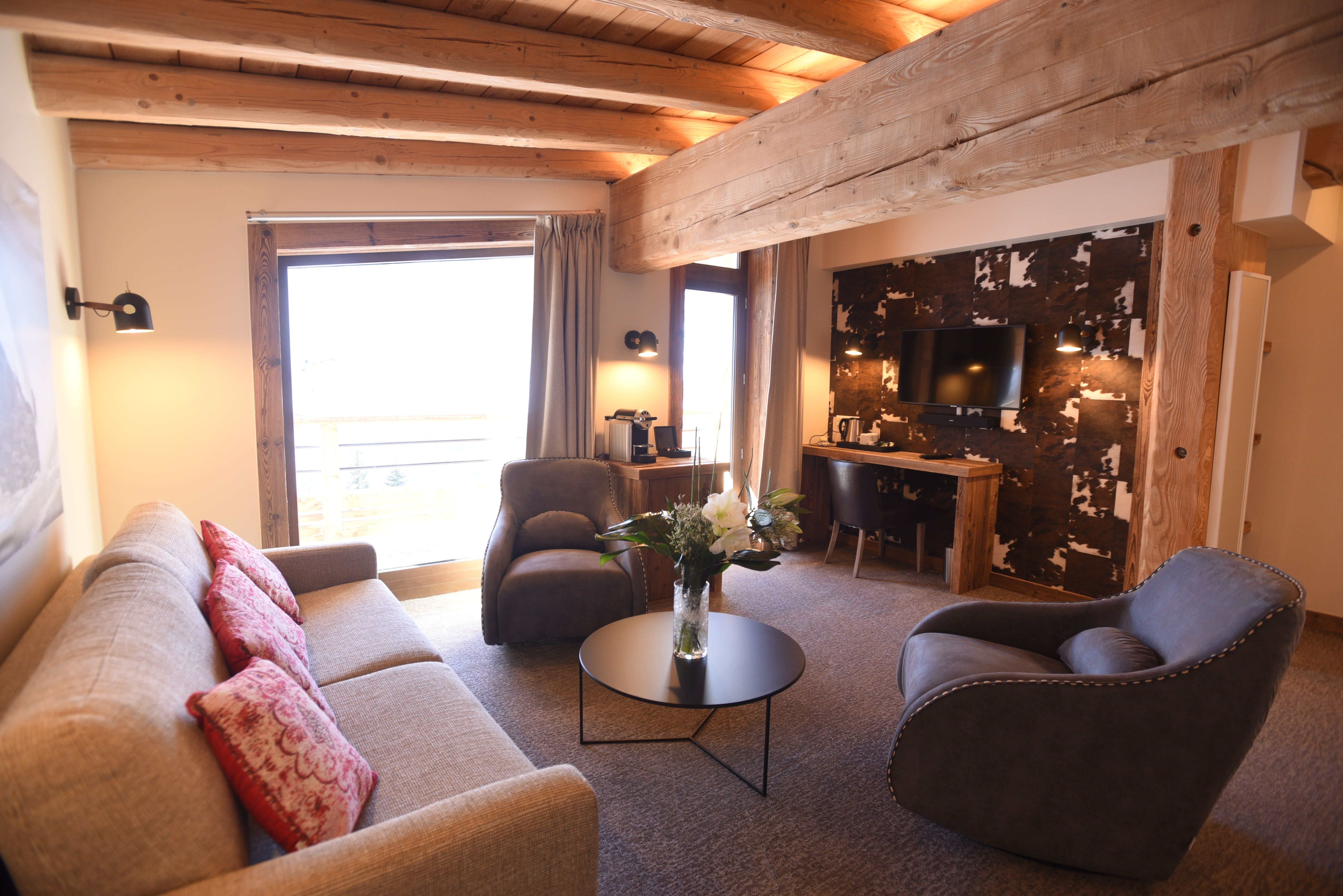 hotel-spa-val-isere-suite-eva-salon