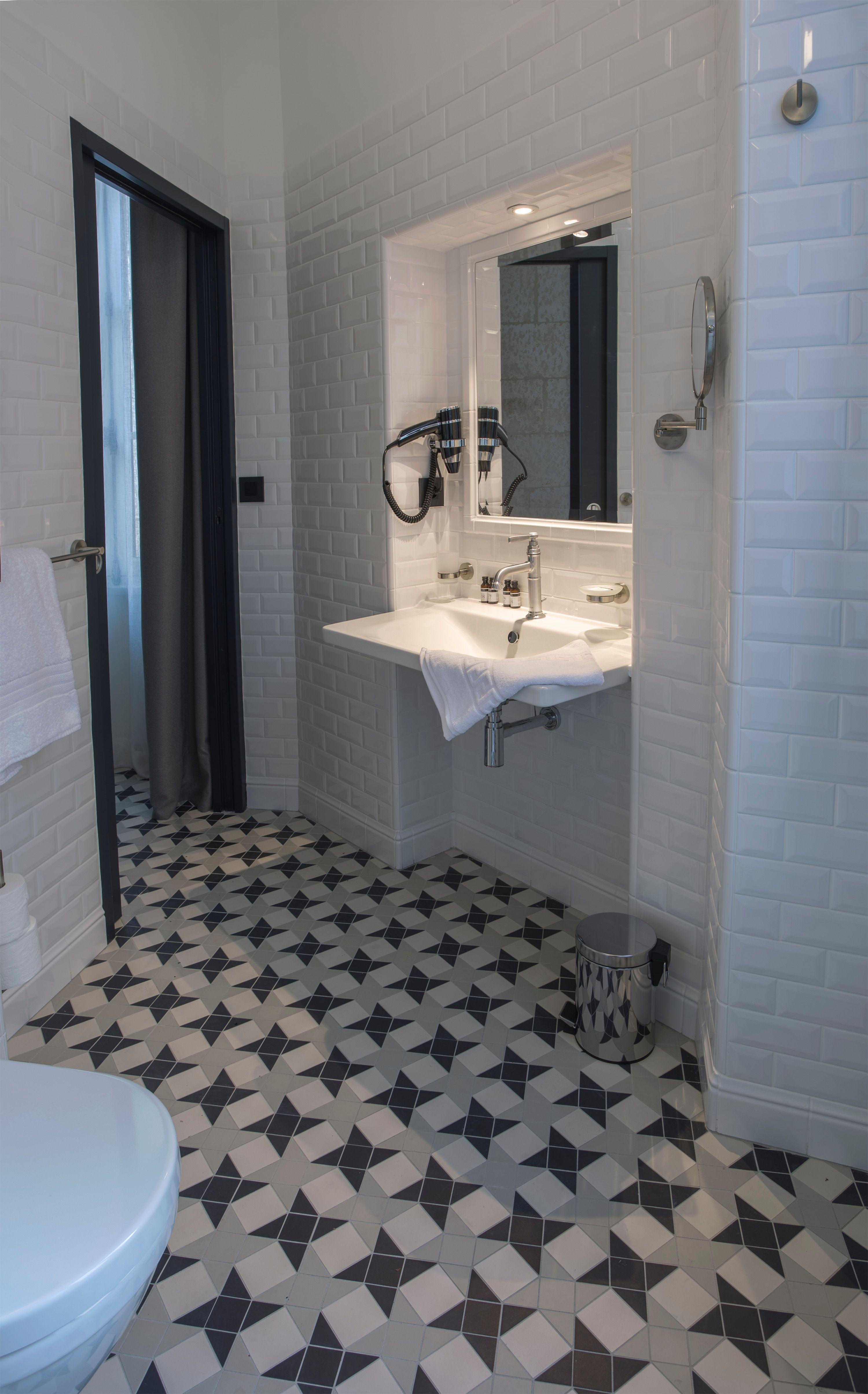 appart-hotel-angouleme-studio-paon-salle-de-bain