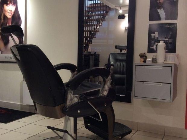 8-eme-art salon-de-coiffure-paris-15-fauteuil-miroir-portrait-produit-soin