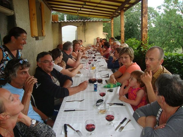 Soirée repas, Camping L olivier - camping familial camping Gard Sommieres