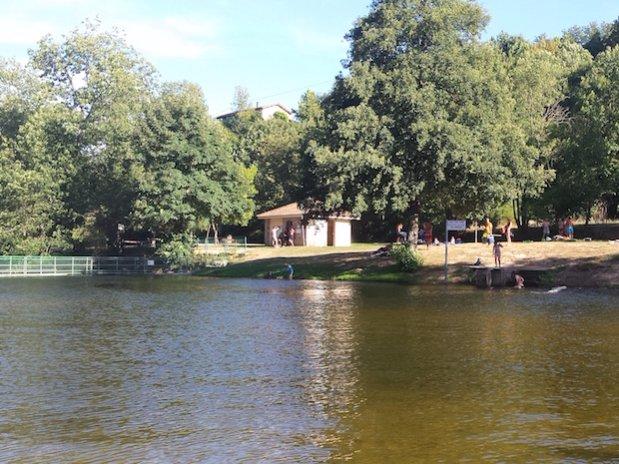 plan d'eau de retourtour camping de retourtour 3 étoiles bord de rivière ardèche verte