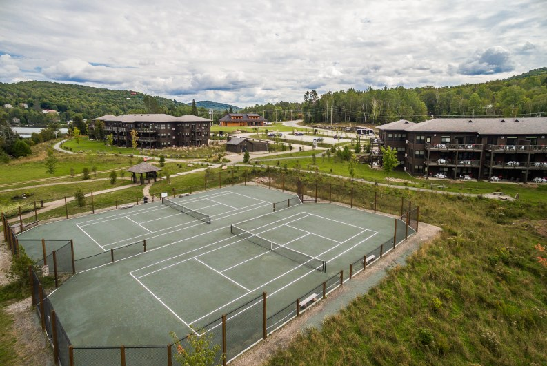 location-chalet-mont-tremblant-lac-tennis