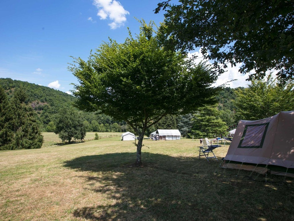 Emplacements 180m² camping chambon piscine nature familale (4)