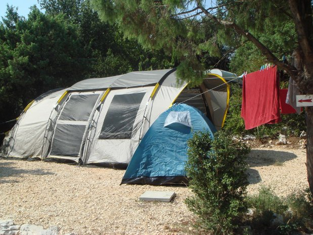 emplacement camping piscine familial proche ardeche