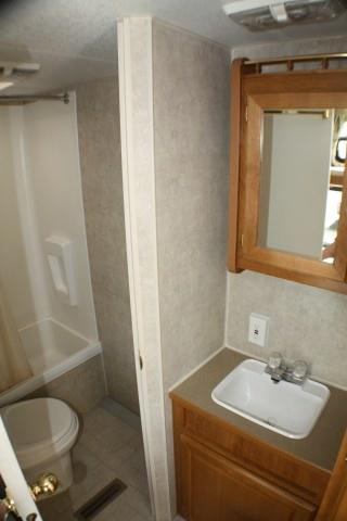 location-roulotte-gaspésie-mallard-salle-de-bain