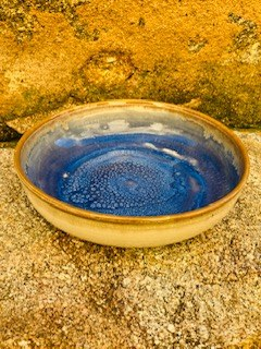 000052  Assiette grès ecuelle creuse blanche bleue