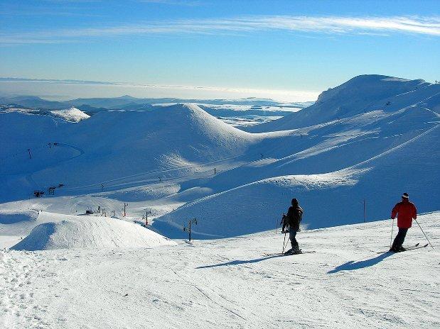 ski - tourisme - auvergne - la bourboule - mont dore - camping poutie - skieurs - puy de sancy