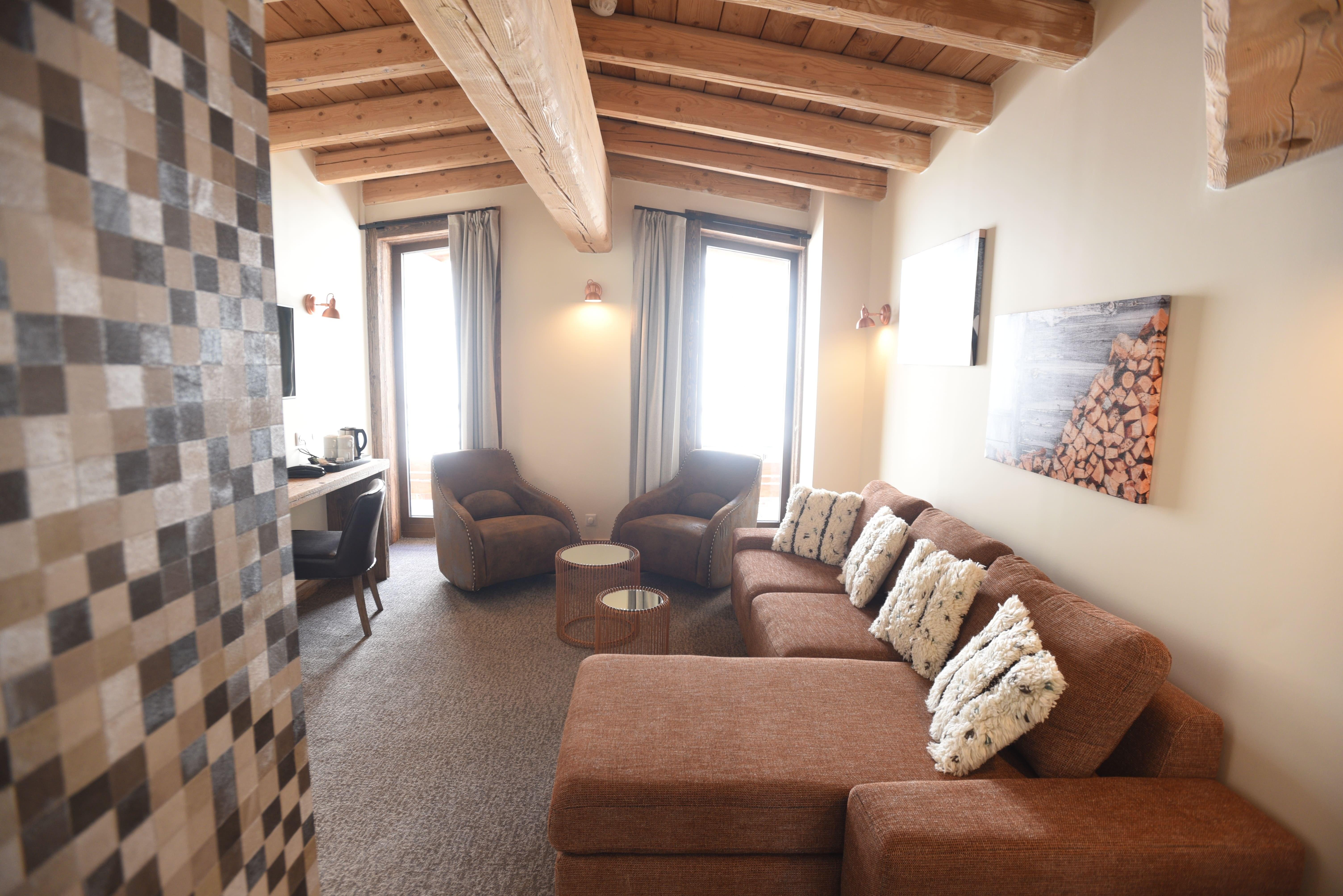 hotel-4-étoiles-val-d'isère-suite-deluxe-louis-salon