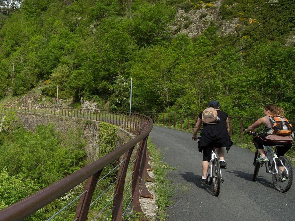 Dolce Via Camping de Retourtour Ardèche piscine rivière