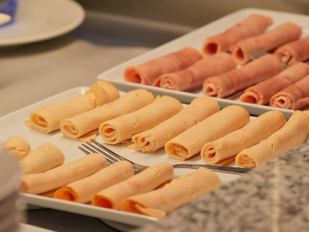 hotel-paris-saint-ouen-buffet-plat-jambon