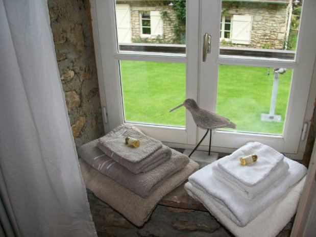 le pressoir -double room- moulin de lonçeux-bed and breakfast-COURTYARD VIEw