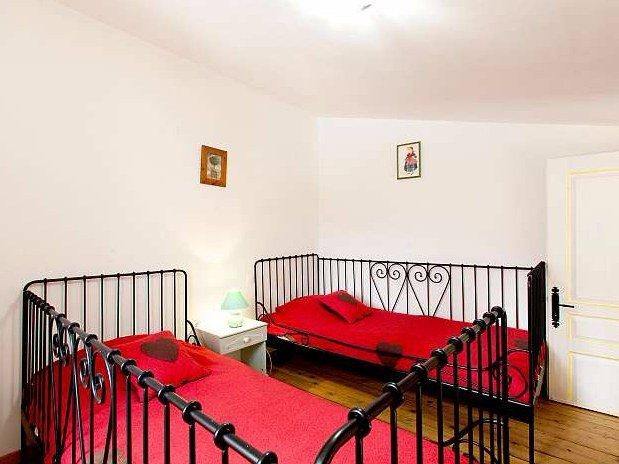 La chambre à l'étage-La maison des poules-domaine de la provenc'ane-Salernes
