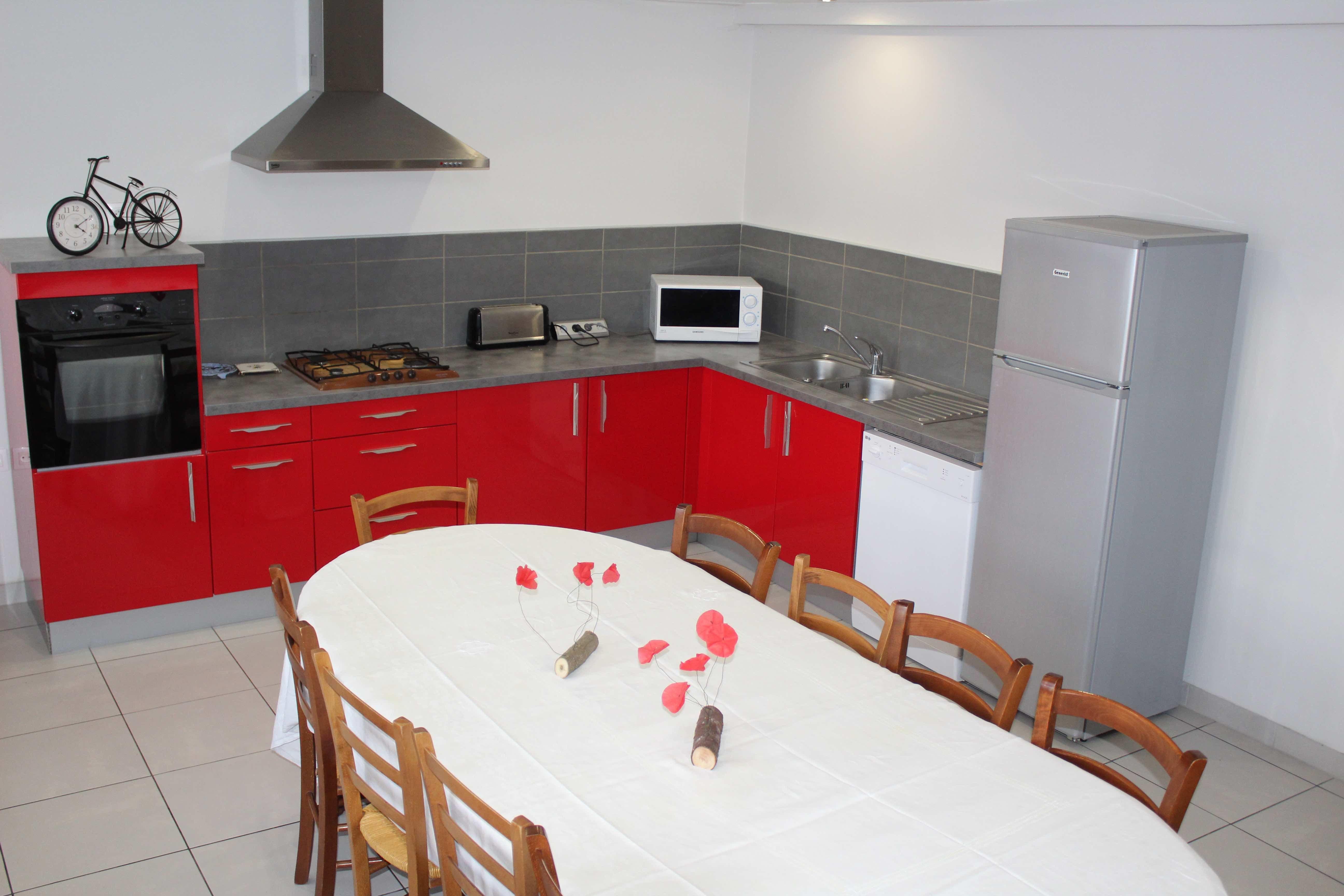 gite-groupe-jura-passe-montagne-salon-cuisine