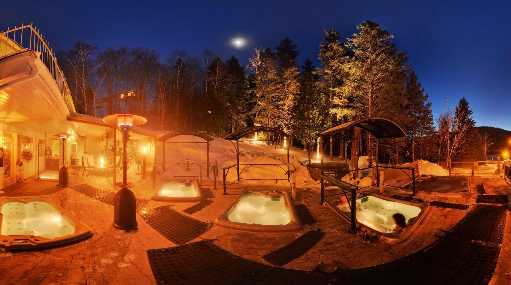 spa exterieur de nuit