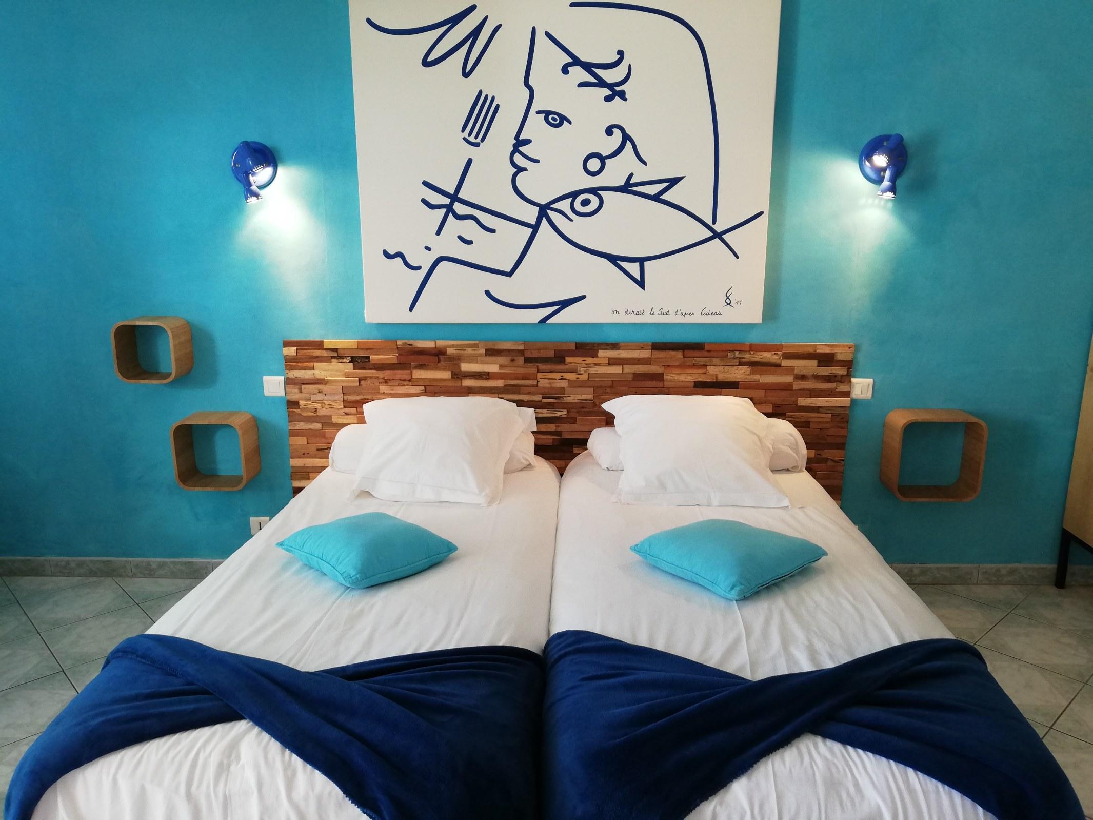 b&b saint raphael chambre d'hotes Cocteau lit