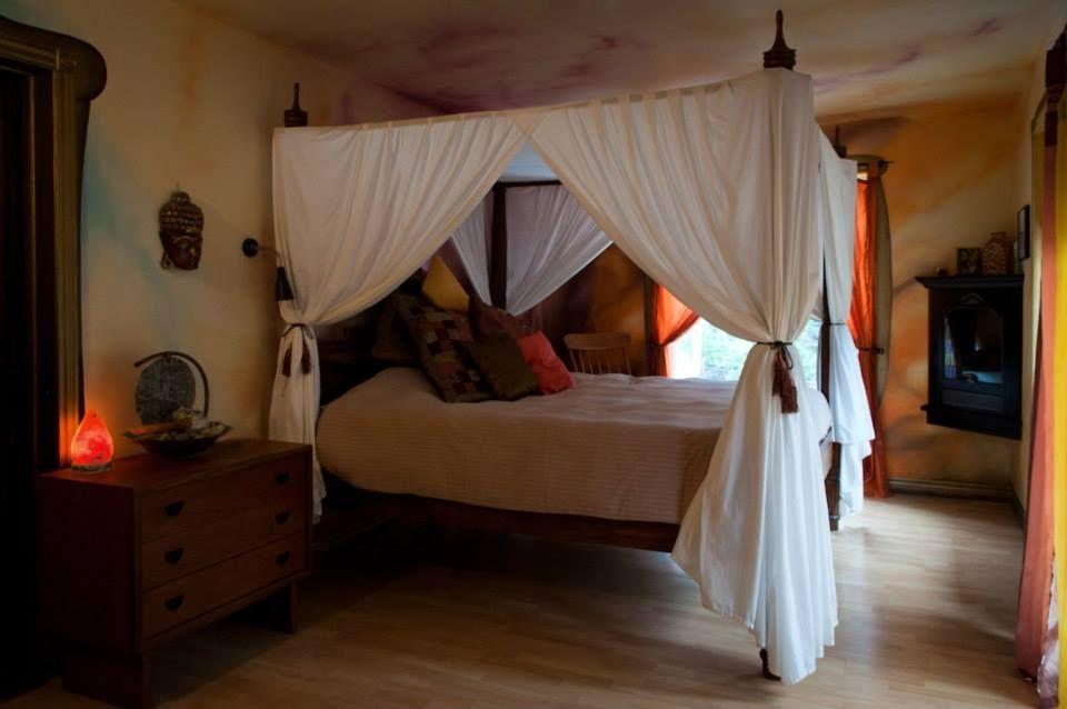 gîte-mont-tremblant-chambre-lit-king-size-vue-jardin-17