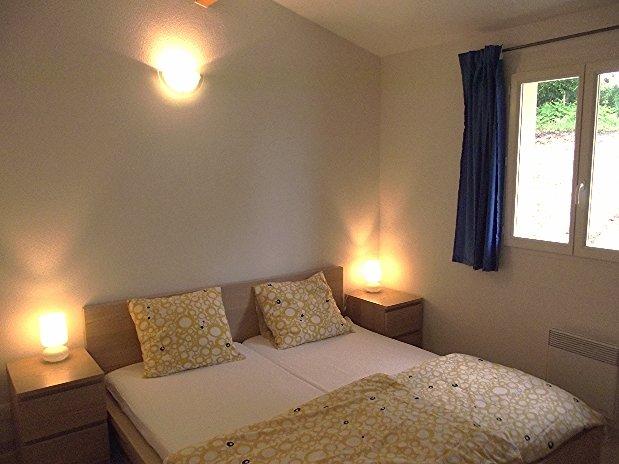 chambre kingsize etang vallier resort brossac villa private 3 bedrooms