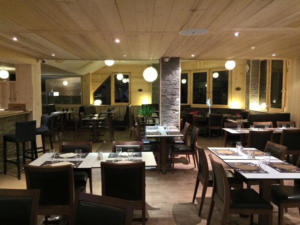 Brasserie-Louis-Val-D'isère-Salle-à-manger