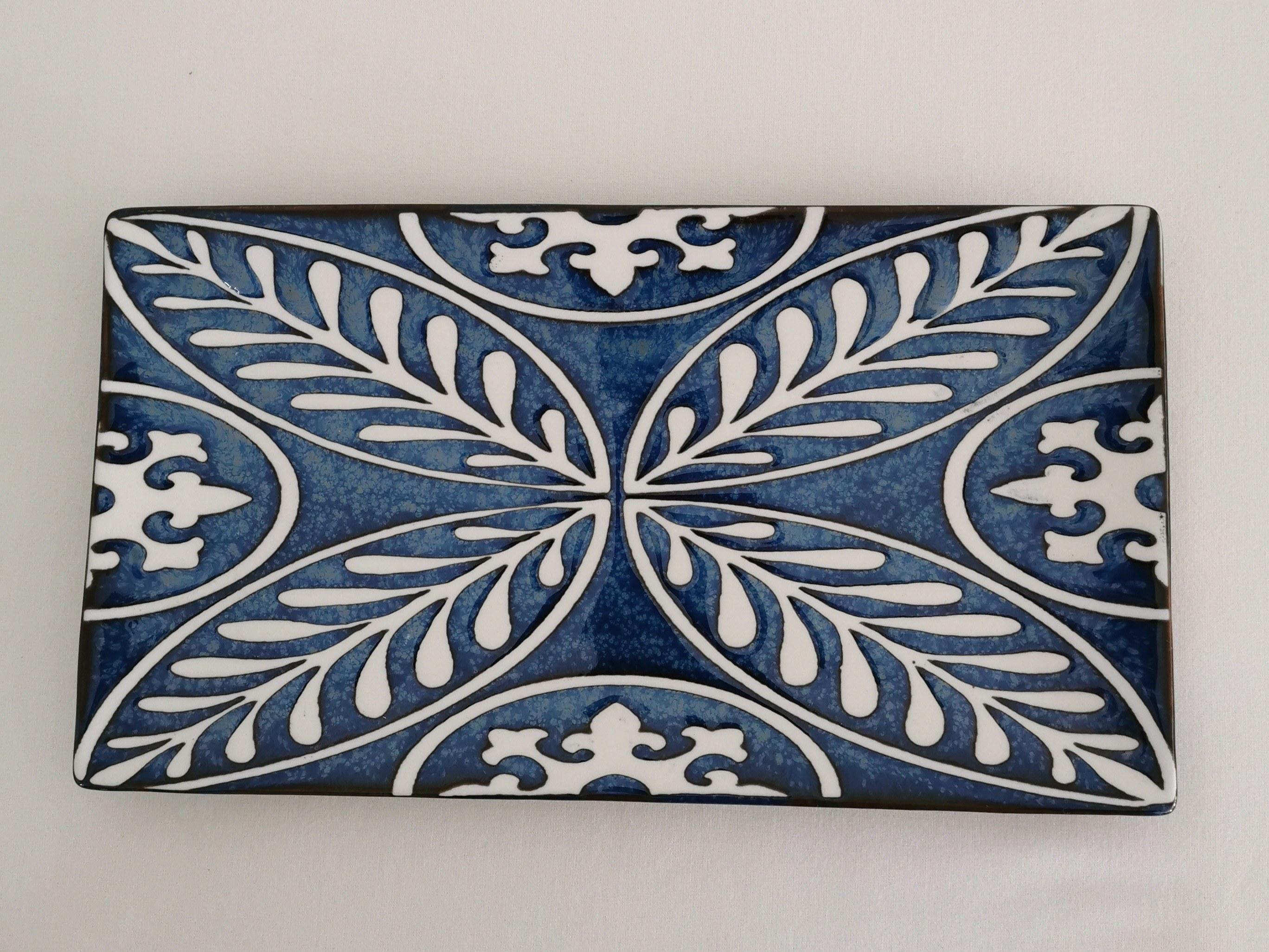 plat rectangulaire apéritif bleu couleurs d'Hélène