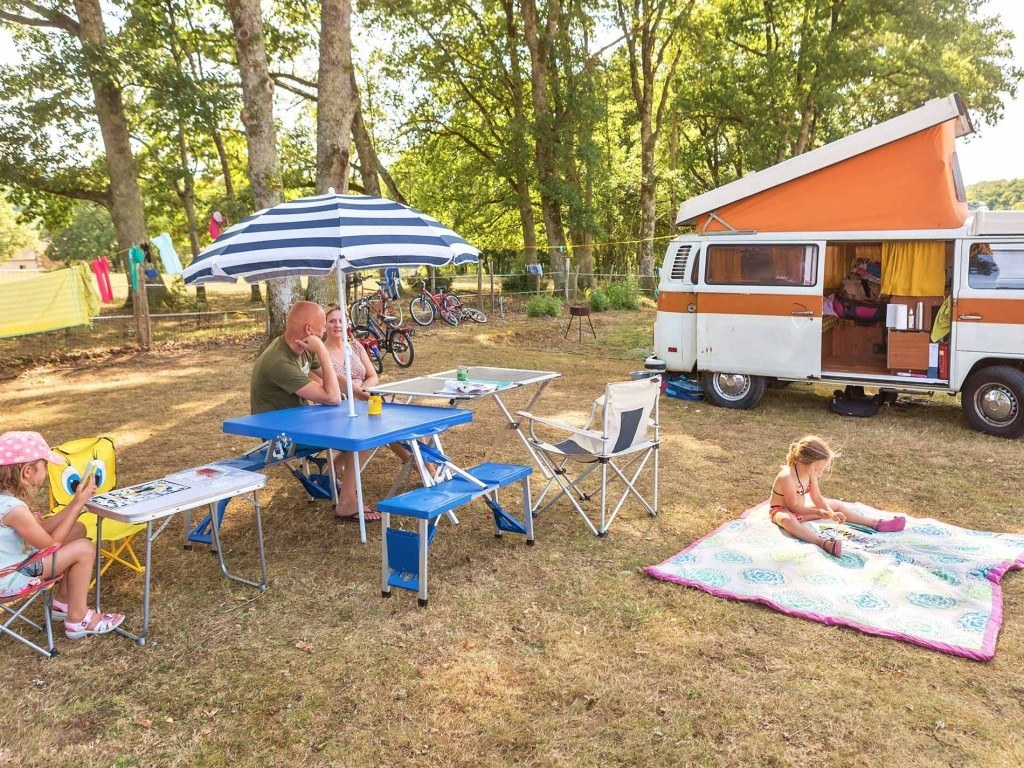 Emplacements 100m² camping chambon piscine nature familale (2)
