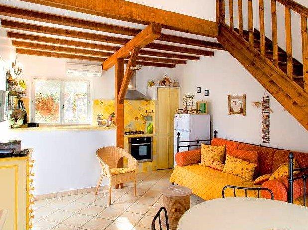Salon-gîte-La maison des poules-domaine de la provenc'ane-Salernes